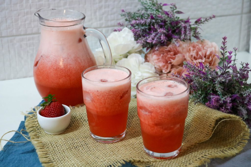 No Sugar Added Strawberry Lemonade 3